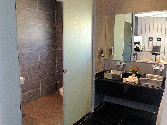 entretien des vitres et des miroirs. Black Bedroom Furniture Sets. Home Design Ideas